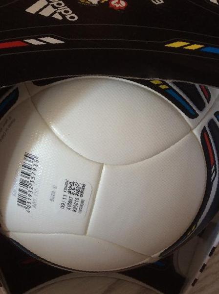 Мяч футбольный Adidas euro 2012 tango 12 (новый) в Междуреченске df62aad5f9ce3