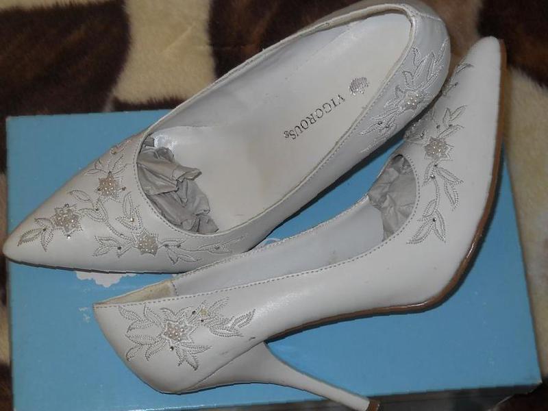b10d50af3 Фото: Купить свадебные Белые Туфли в Симферополе, цена 200 рублей —  объявление